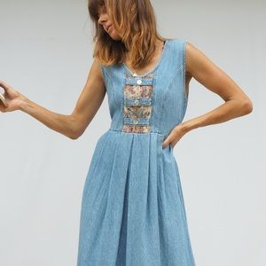VINTAGE DENIM MAXI DRESS WITH TAPESTRY DETAILS